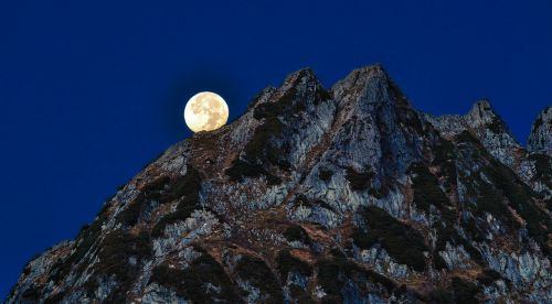 mountainous landscape full moon 剣岳