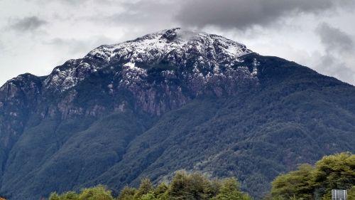 mountains puerto cisnes aysén region