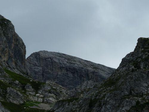 mountains trueb even