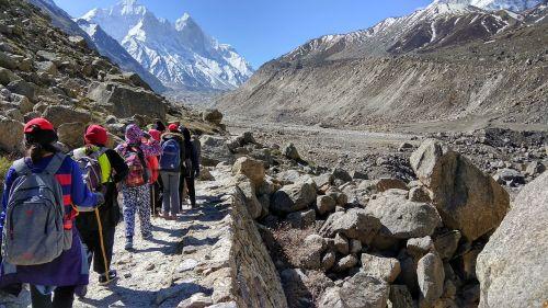 mountains trek students