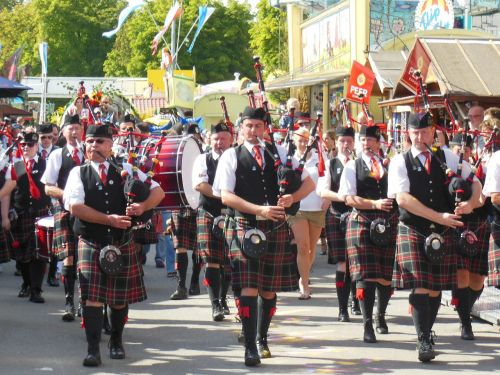 move scots bagpipes