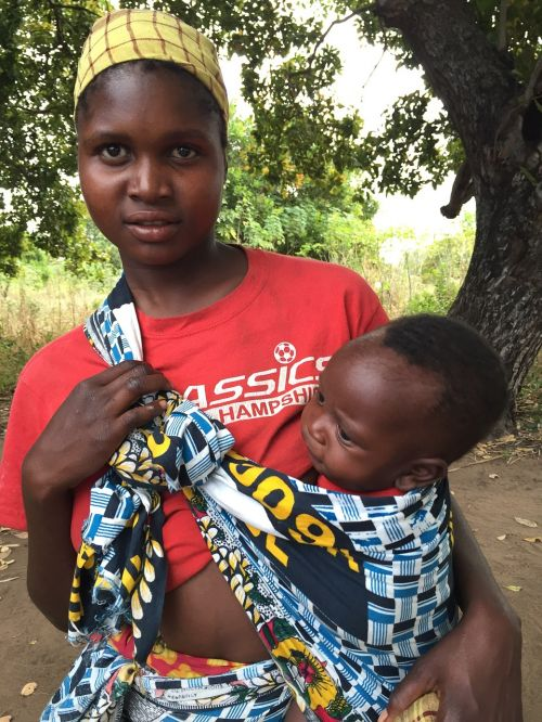 mozambican women mother baby