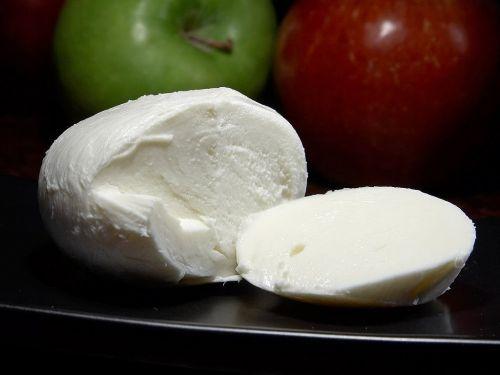 mozarella italian cheese