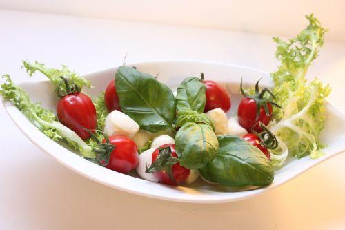 mozzarella tomatoes salaz