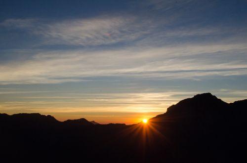 mt sunrise clouds
