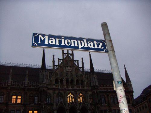 munich marienplatz street sign