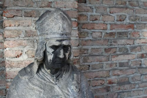 munich südfriedhof statue