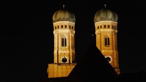 munich at night blue hour frauenkirche