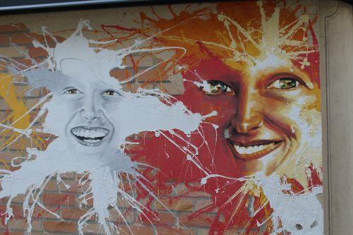 murals faces smile