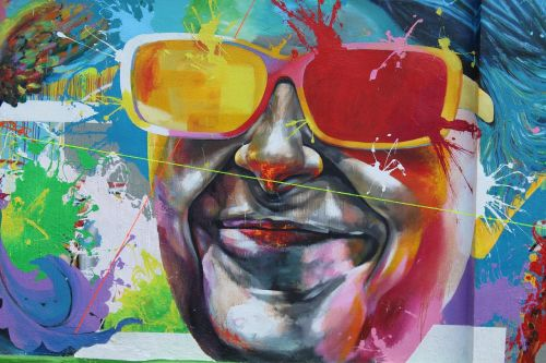 freskomis,lecco,gatvės menas,akiniai,laimė,veidas,šypsena,vyras,laimingas,žmogaus veidas