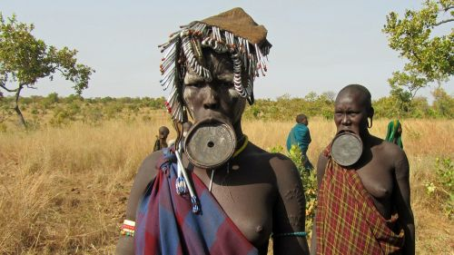 mursi people lip plate