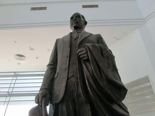 museum sun yat sen sculpture