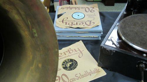 music 1920s gramophone