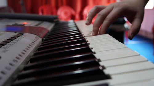 music hand playing