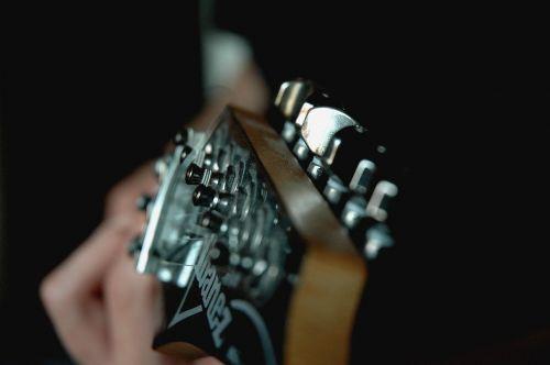 muzika,gitara,instrumentas,gitaristas,akustinė,garsas,žaisti,talentas,hobis