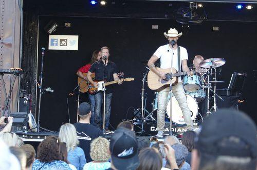 Kanados, muzika, grupė, atlikti, etapas, jaunas, grupė, gitaristas, vokalistas, garsas, vasara, koncertas, muzikos grupė