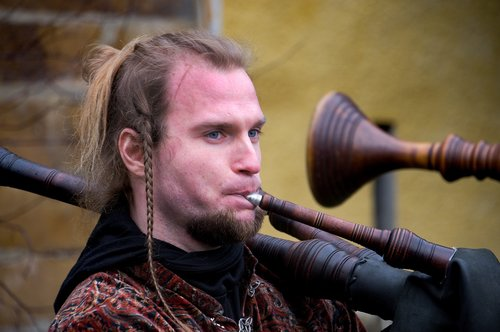 musician  piper  middle ages