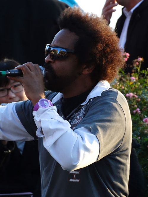 musician singer street musicians