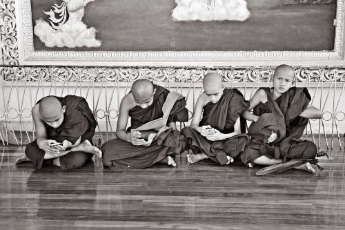 myanmar monks buddhists