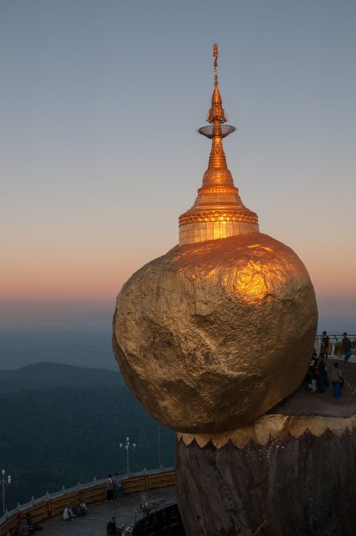myanmar pagoda trip