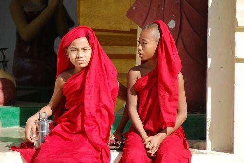 myanmar buddhism monk