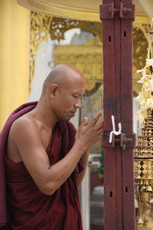 myanmar monks shwedagon rangoon