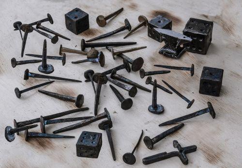 nail cube iron
