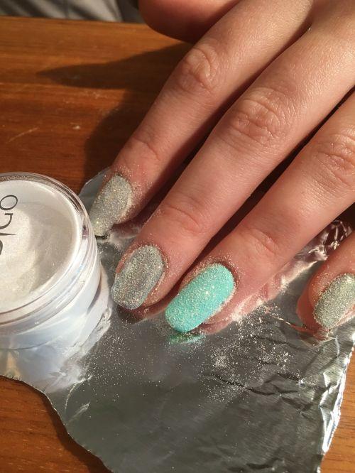 nails manicure hybrid