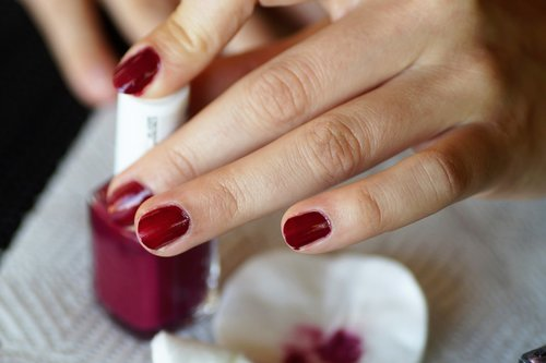 nails  painting  manicure