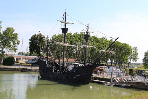 nao victoria magellan ship