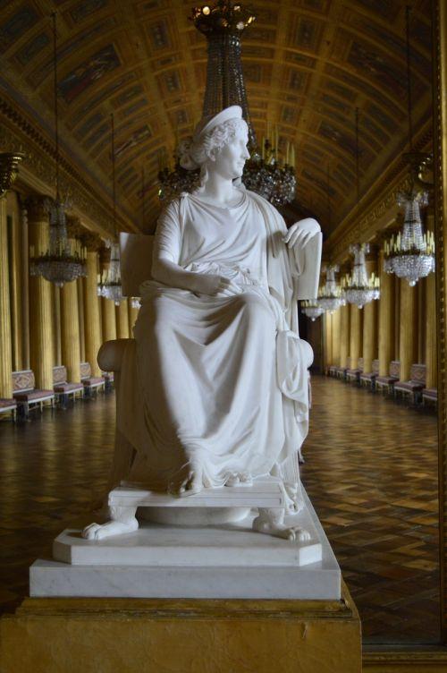 napoleon museum statue