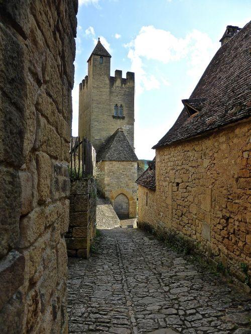 narrow lane alleyway