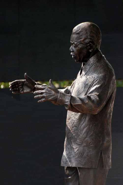 nelson mandela statue bronze