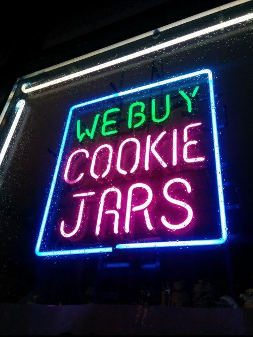 neoninis ženklas,neonas,skelbimas,ženklas,reklama,švytėjimas,parduotuvė,rožinis,šviesa