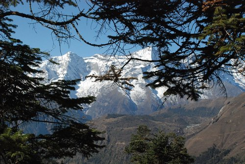 nepal  the himalayas  the path to namche bazar