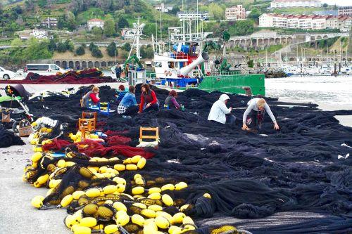 netting repairs fishing