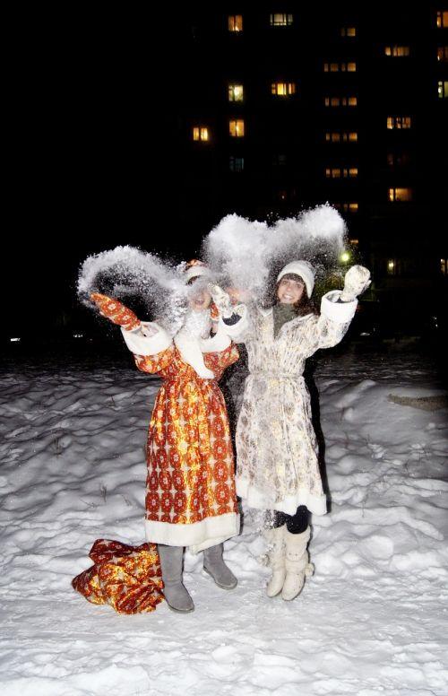 Naujųjų metų vakaras,Kalėdos,sniegas,šventė,svajones,žibintai,žiema,atvirukas,siurprizas,vakaras,miestas,idėja,Kalėdų Senelis,maišas,sniego mergaitė,sniego dramos,emocijos,džiaugsmas