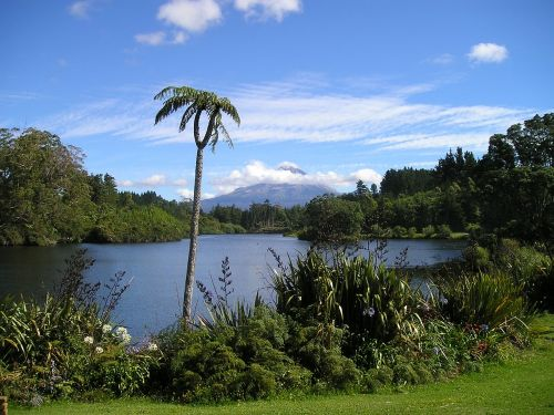 new zealand volcano lake