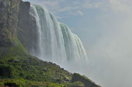 niagara falls water masses spray