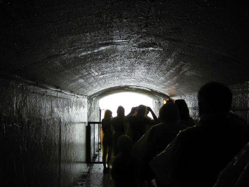 niagara falls tunnel people