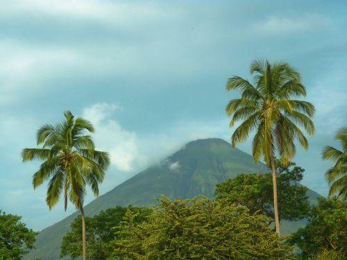 nicaragua volcanoe ometepe