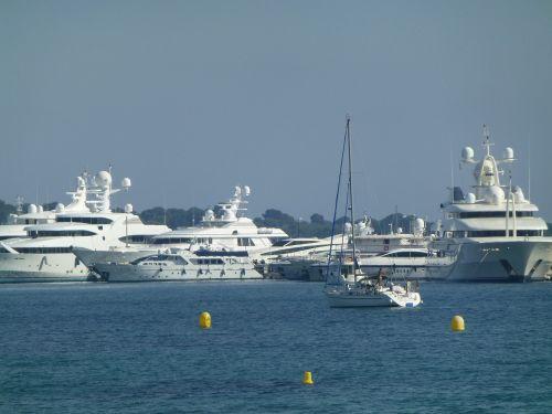nice yacht water