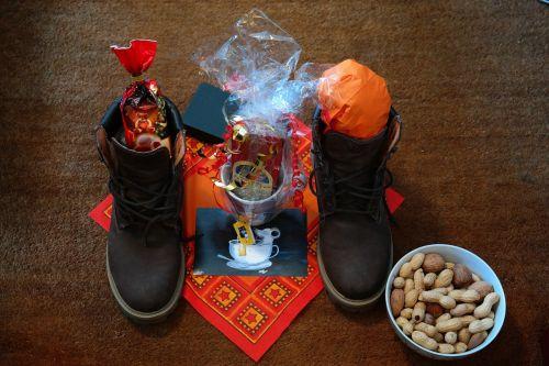 Nikolas,avalynė,batai,užpildytas,saldainiai,Adventas