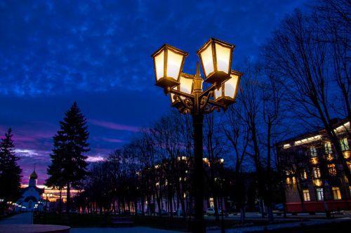 naktis,lempos stulpas,rusiška naktis,vakaras,švytėjimas,mėlynas,gatvė