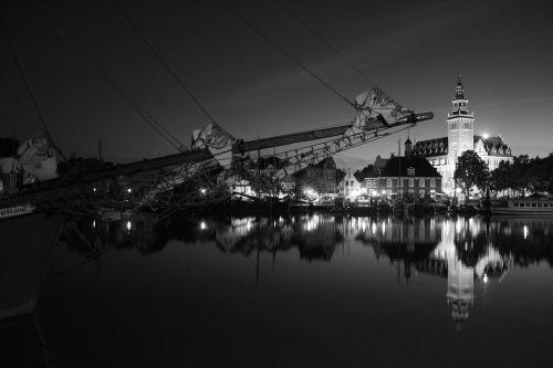 night sail port