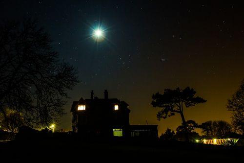 naktis, mėnuo, miestas, žvaigždės, dangus, siluetai, siluetai, namas, medžiai
