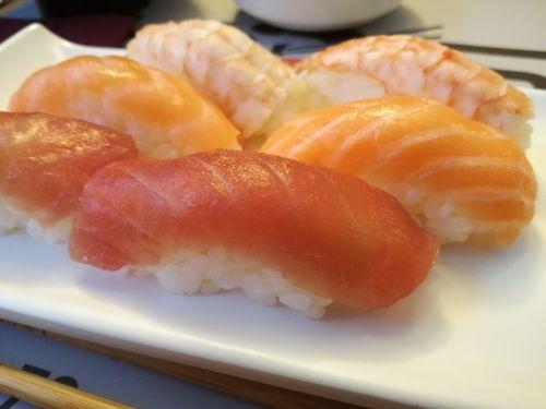 nigiri sushi salmon