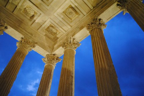 nimes temple columns