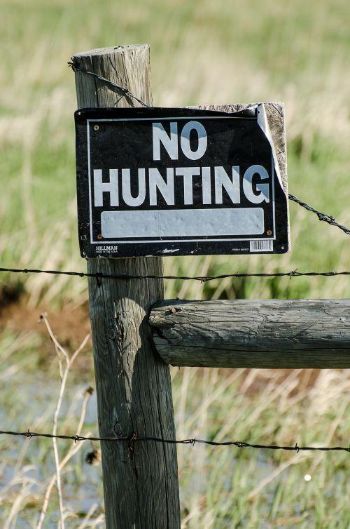 no hunting sign no hunting fence
