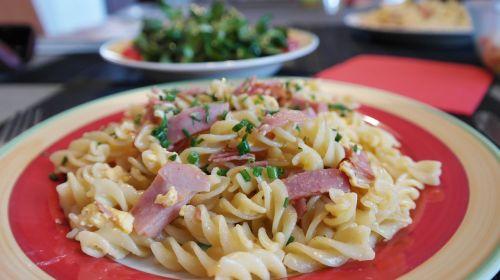 noodles ham pasta court